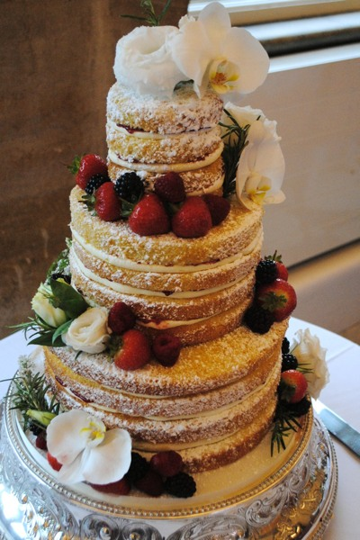 A naked cake, which is popular in spring and summer. I can dress it in fresh fruit and flowers.