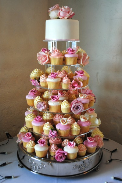 A cupcake tower with a cutting cake provides a spectacular alternative to the tiered cake.
